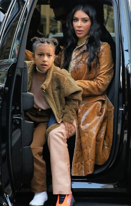كيم كاردشيان وابنتها