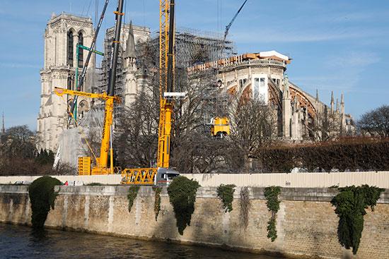 العمل فى ترميم الكنيسة التاريخية