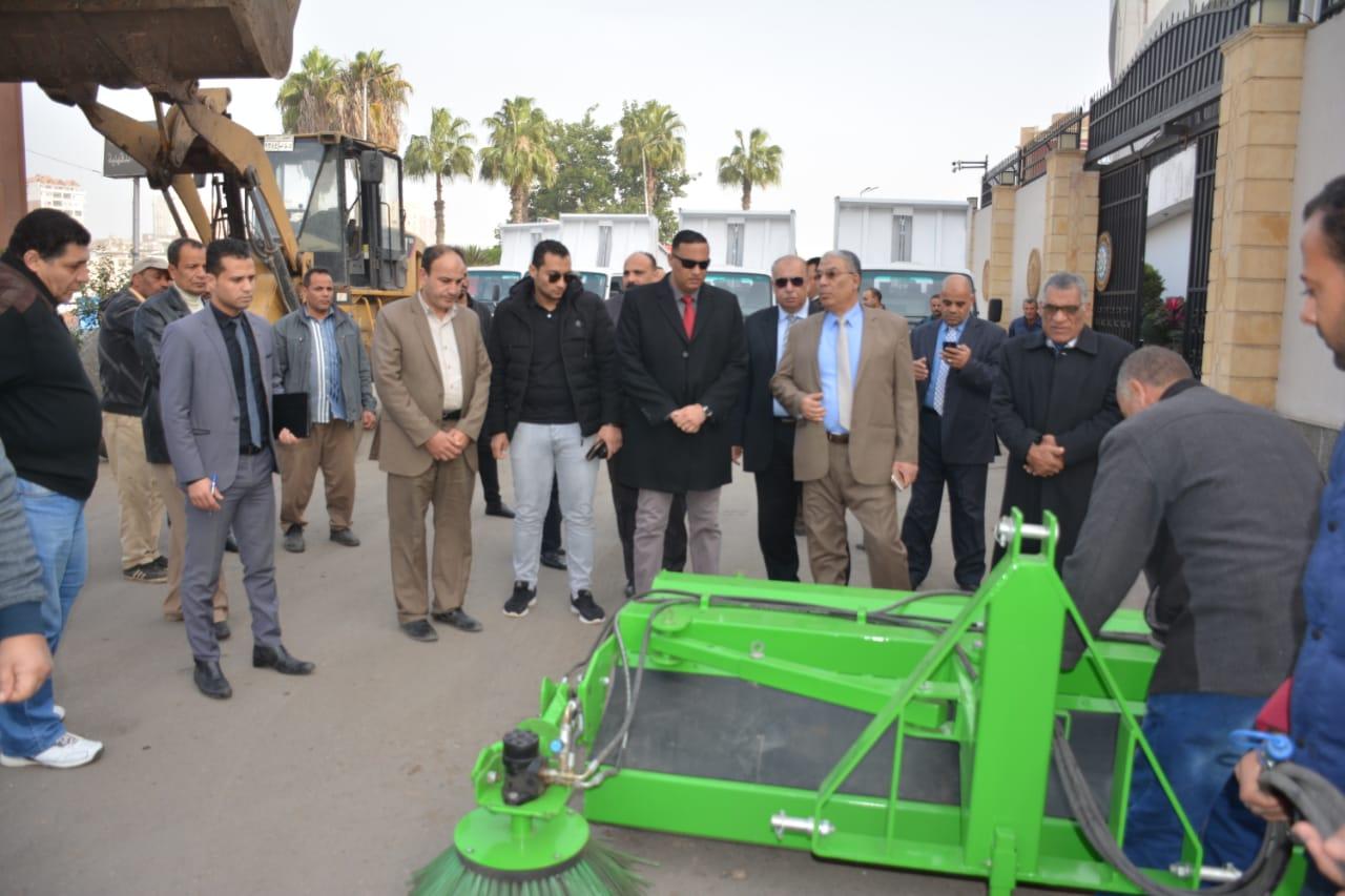 تسليم معدات النظافة لمدن ومراكز الدقهلية (11)