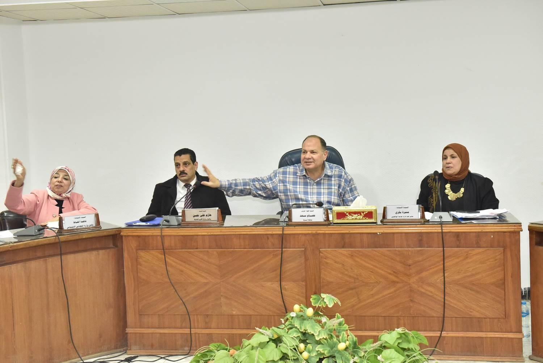 لقاء محافظ أسيوط بعدد من المواطنين (6)