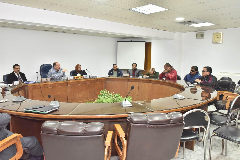 لقاء محافظ أسيوط بعدد من المواطنين (7)