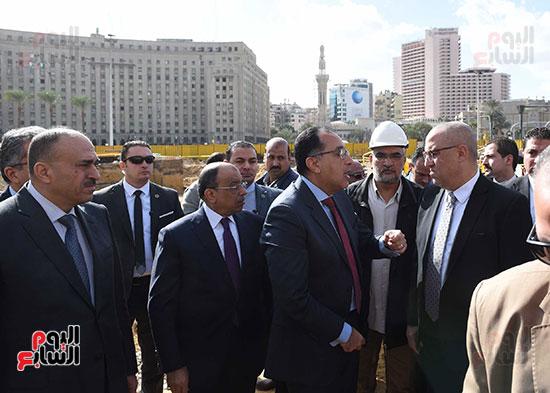 رئيس الوزراء يتفقد أعمال تطوير ميدان التحرير (5)