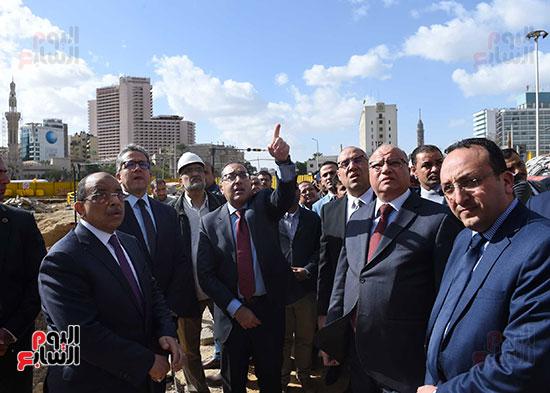 رئيس الوزراء يتفقد أعمال تطوير ميدان التحرير (4)