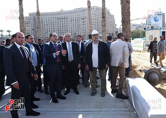 رئيس الوزراء يتفقد أعمال تطوير ميدان التحرير (10)