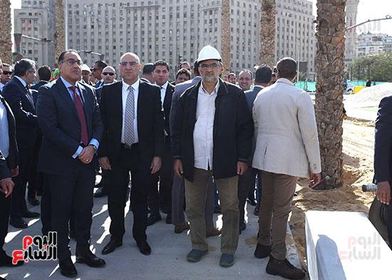 رئيس الوزراء يتفقد أعمال تطوير ميدان التحرير (9)