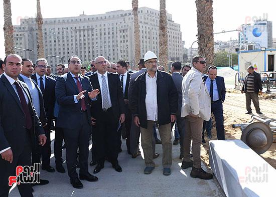 رئيس الوزراء يتفقد أعمال تطوير ميدان التحرير (11)