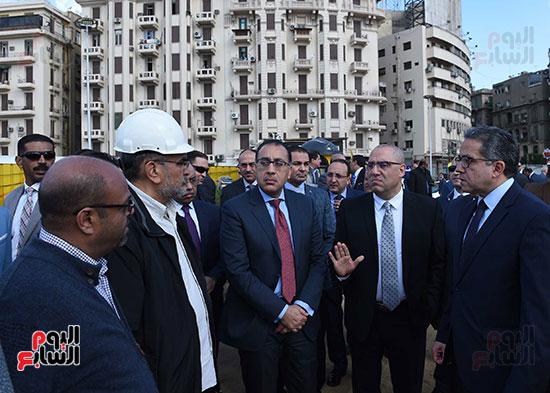 رئيس الوزراء يتفقد أعمال تطوير ميدان التحرير (2)