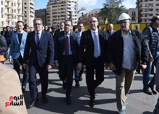 رئيس الوزراء يتفقد أعمال تطوير ميدان التحرير (6)