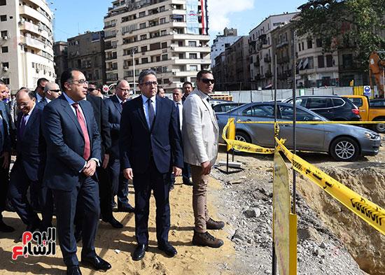 رئيس الوزراء يتفقد أعمال تطوير ميدان التحرير (1)