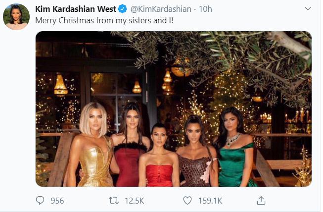 كيم كارداشيان تحتفل بعيد الميلاد مع اخواتها