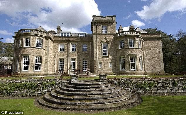 قصر كولين وير فى بريطانيا