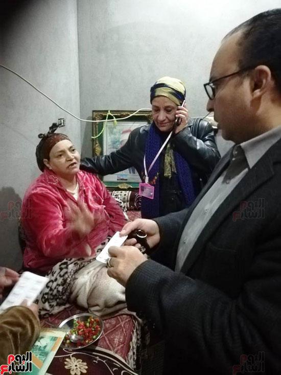 الحكومة تستجيب لاستغاثة سيدة لإجراء مسح ذرى لإصابتها بالسرطان  (2)