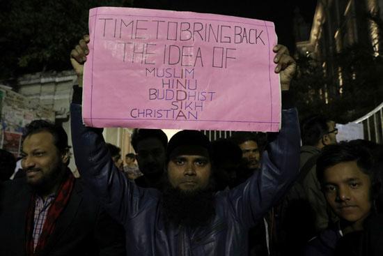 لافتات ضد قانون الجنسية الجديد