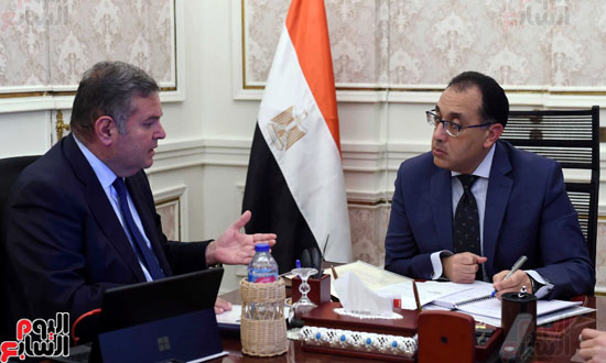 -الدكتور-مصطفى-مدبولي-رئيس-مجلس-الوزراء،-يعقد-اجتماعاً-مع-هشام-توفيق--وزير-قطاع-الأعمال-العام-(1)
