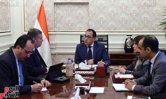 -الدكتور-مصطفى-مدبولي-رئيس-مجلس-الوزراء،-يعقد-اجتماعاً-مع-هشام-توفيق--وزير-قطاع-الأعمال-العام-(2)