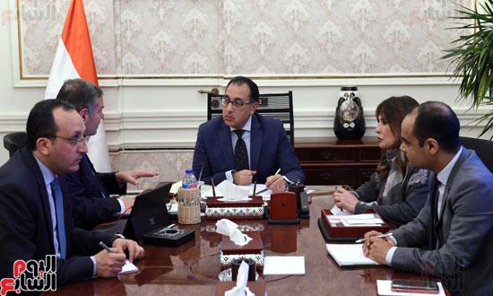 -الدكتور-مصطفى-مدبولي-رئيس-مجلس-الوزراء،-يعقد-اجتماعاً-مع-هشام-توفيق--وزير-قطاع-الأعمال-العام-(3)