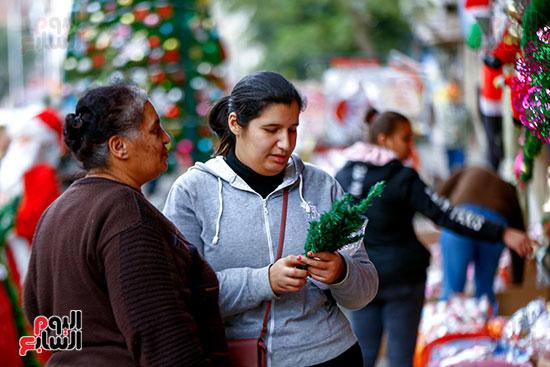 شراء زينة الكريسماس