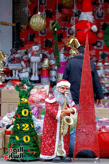 بابا نويل وشجرة الكريسماس