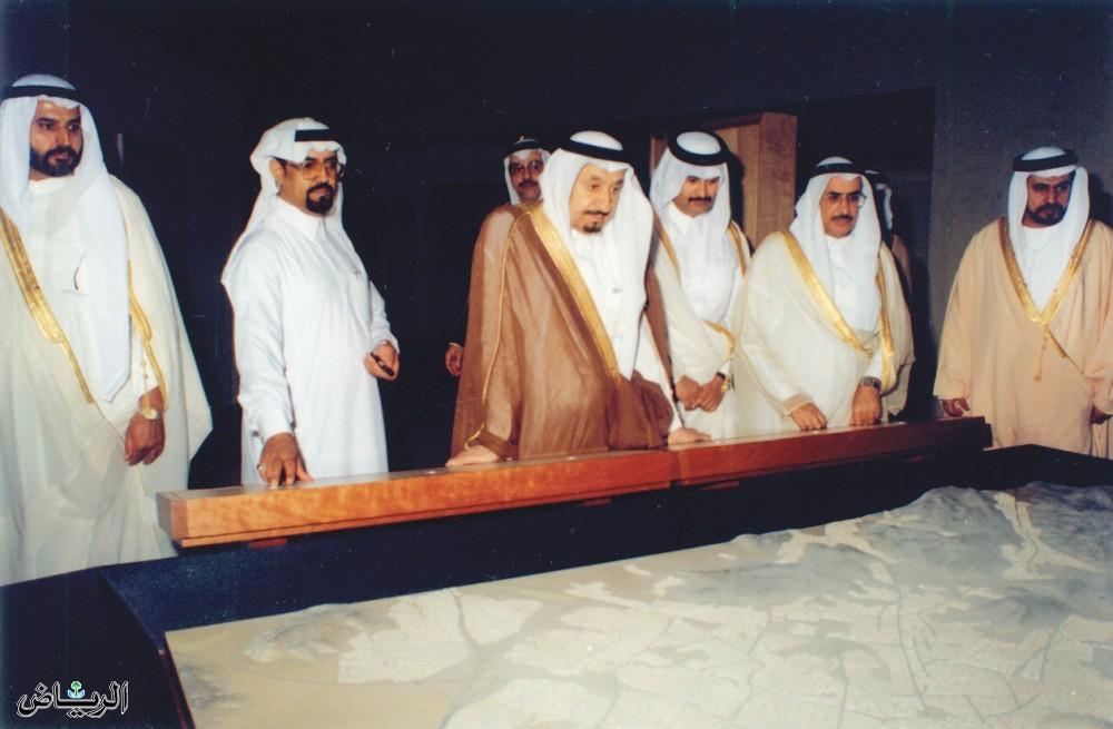 الأمير متعب بن عبدالعزيز يزور مركز الملك عبدالعزيز التاريخي 1999م