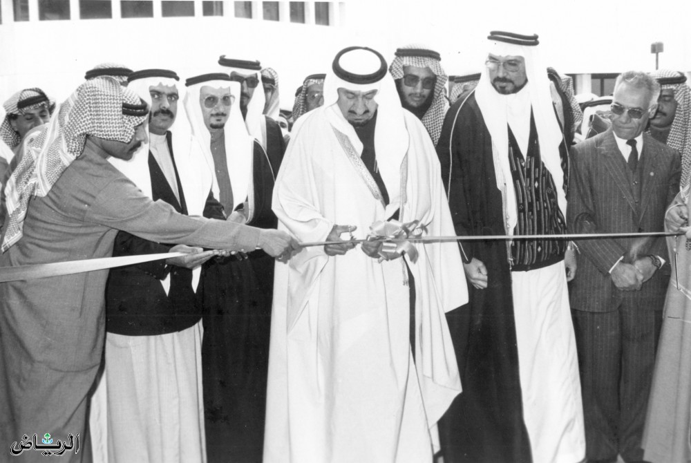الأمير متعب بن عبدالعزيز يفتتح أحد مشروعات وزارة الأشغال العامة والإسكان 1410هـ
