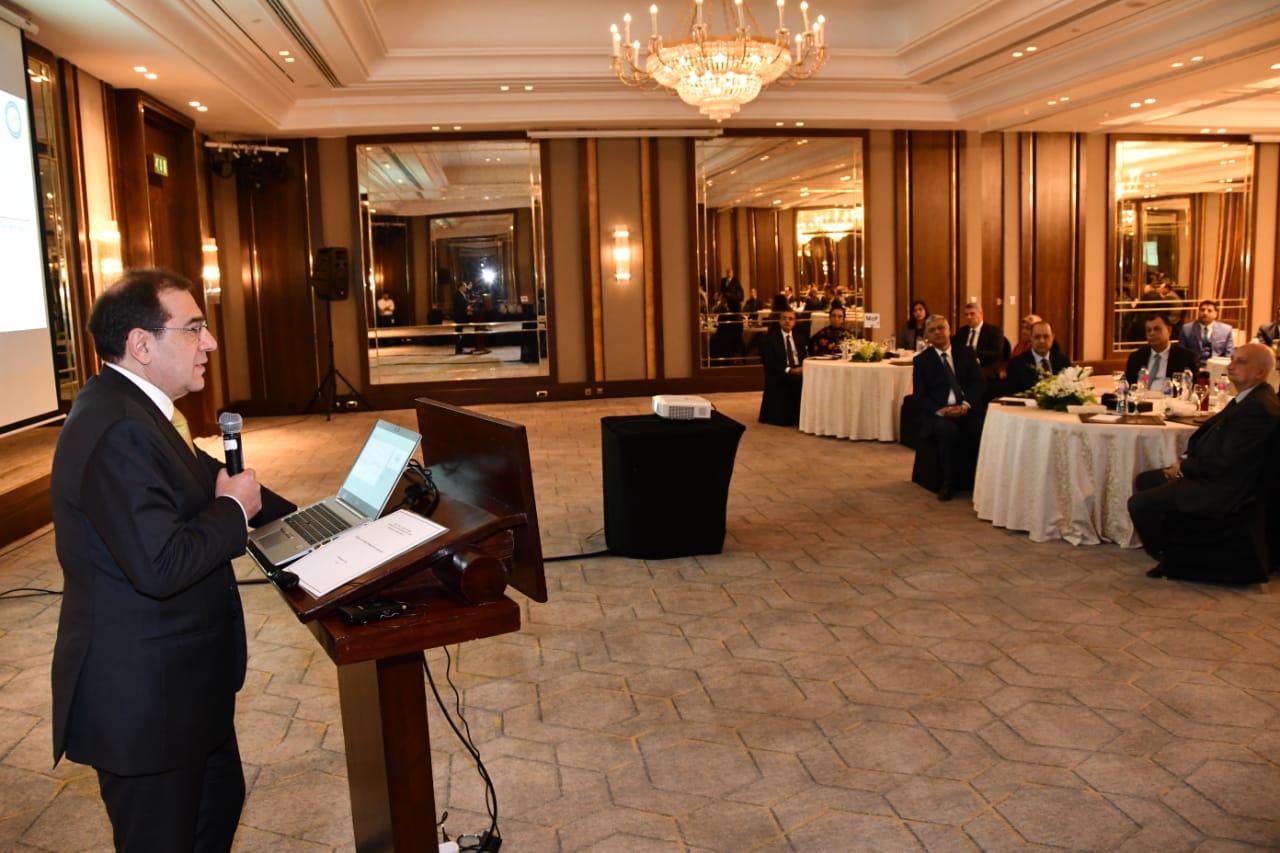 وزير البترول يسلم شهادات تخرج برنامج الإدارة الشابة (1)
