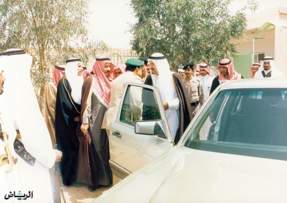 لأمير متعب بن عبدالعزيز في زيارة تفقديه لحائل 1408هـ
