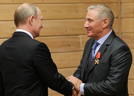 الرئيس الروسي بوتين يمنح نائب رئيس اتحاد الجودو لروتنبرج في سانت بطرسبرج