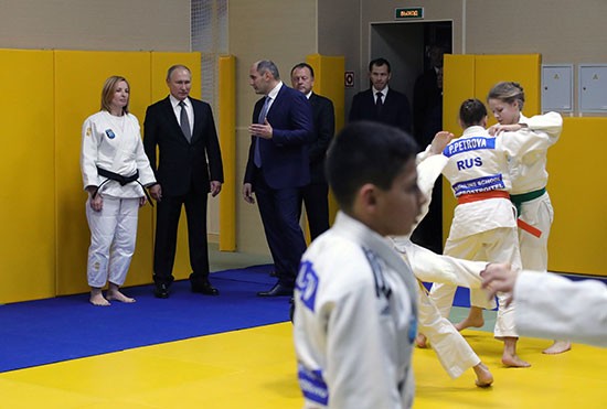 الرئيس الروسي بوتين يزور نادي الجودو المحلي في سانت بطرسبرج