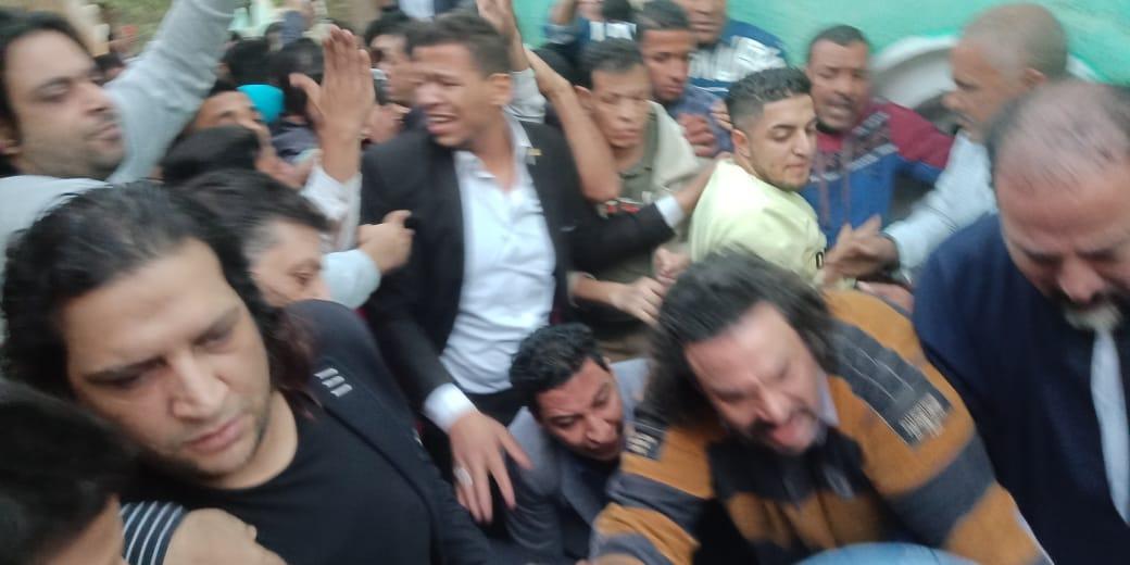 تشييع جثمان شعبان عبد الرحيم بميت حلفا والعزاء غدا بالمريوطية (3)