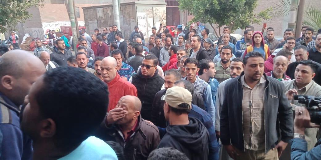الحزن يخيم علي قرية ميت حلفا قبل توديع جثمان شعبان عبد الرحيم (7)