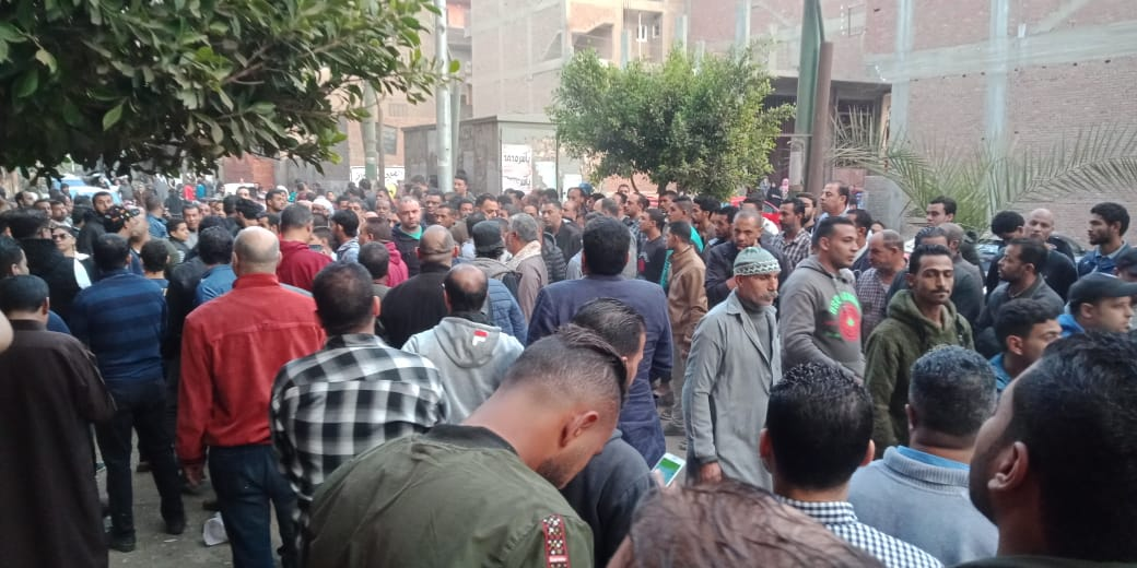 تشييع جثمان شعبان عبد الرحيم بميت حلفا والعزاء غدا بالمريوطية (5)