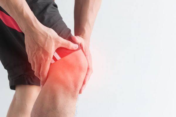 اسباب الم الركبة عديدة منها التهاب الاوتار او التعرض لاصابة - اليوم السابع