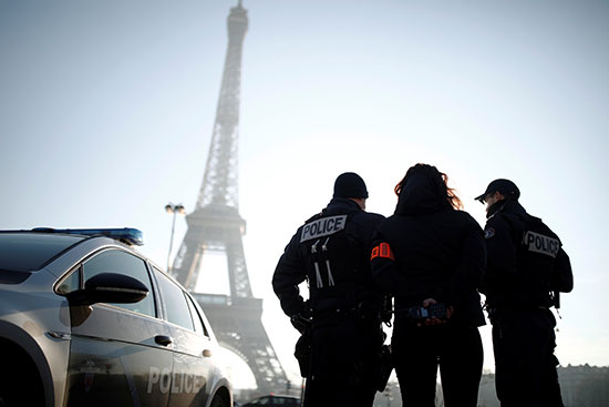 فرنسا تشدد الإجراءات الأمنية في ليلة رأس السنة