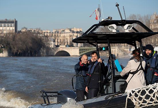 وزير الداخلية الفرنسى يتابع سير الإجراءات الأمنية