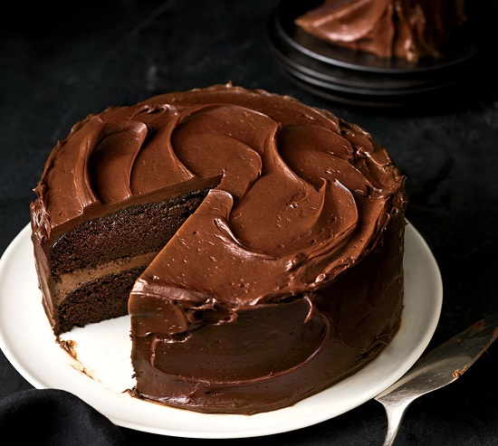 طريقة عمل الكيك بالشوكولاتة (1)