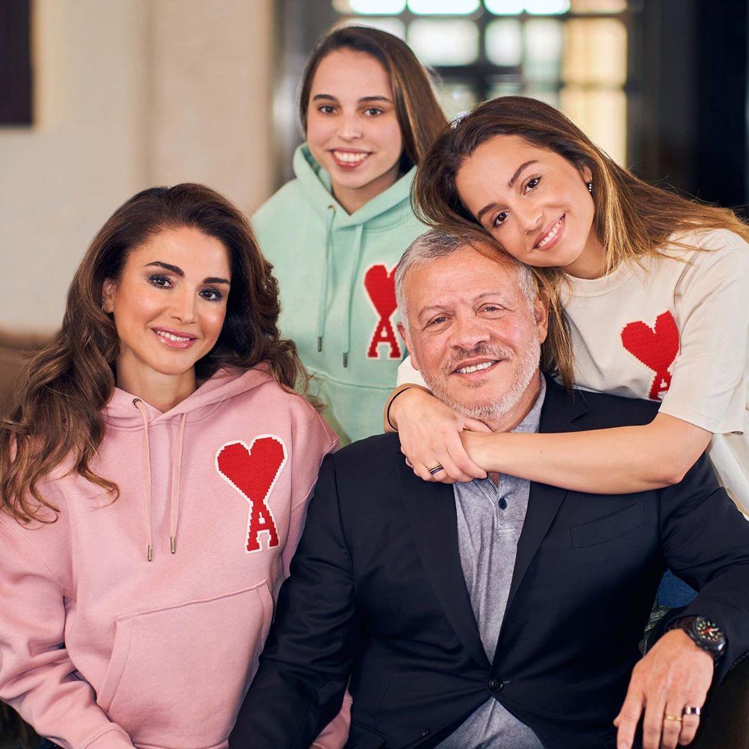 الملك عبد الله وزوجته وبنتيه