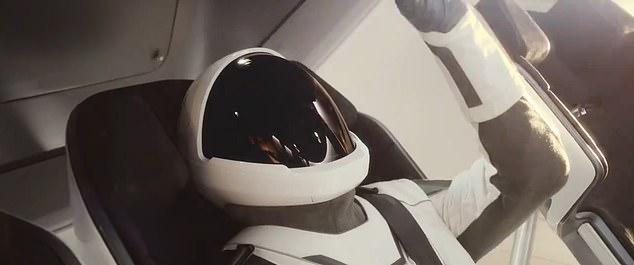 كبسولة spacex 2