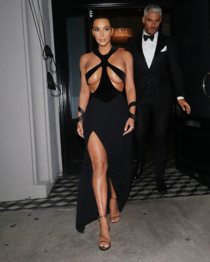 كيم في فستان من تصميم موجلر