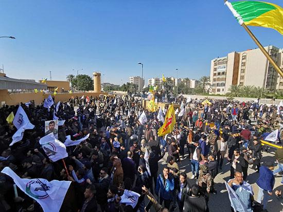 إجلاء السفير الأمريكى وموظفى السفارة بعد تزايد أعداد المحتجين