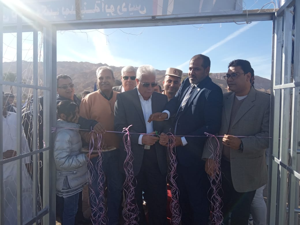 محافظ جنوب سيناء يفتتح ملعبا خماسيا بوادى مكتب والكليو 9  (3)