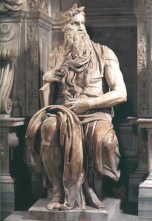 تمثال موسى بنحت مايكل آنجلو، من أعمال عصر النهضة الشهيرة.
