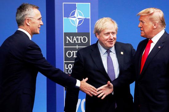 أمين-عام-الناتو-يصافح-ترامب