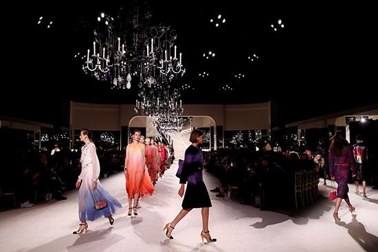 عرض أزياء شانيل فى باريس