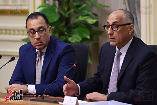 مؤتمر صحفى لرئيس الوزراء ومحافظ البنك المركزى (9)
