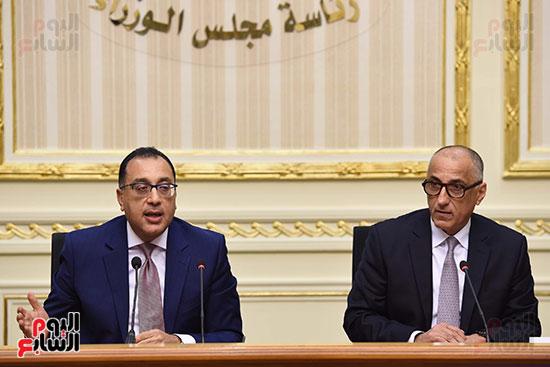 مؤتمر صحفى لرئيس الوزراء ومحافظ البنك المركزى (11)