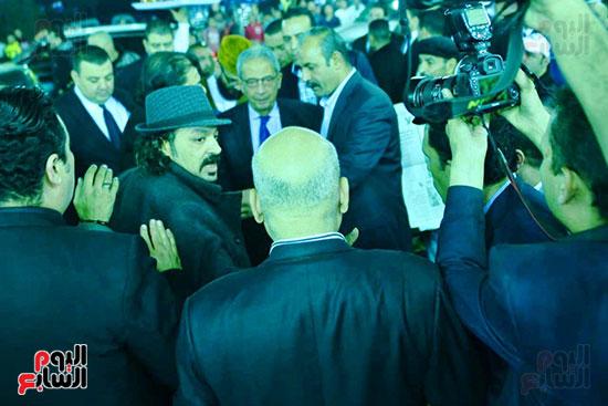 عمرو موسى يقدم العزاء لـ أسرة شعبان عبد الرحيم (5)
