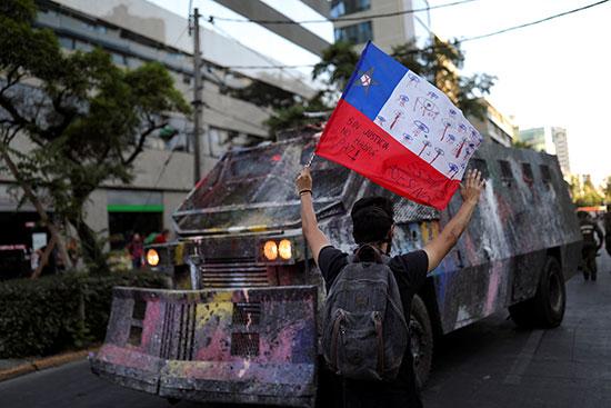 احتجاج ضد حكومة تشيلى فى سانتياجو