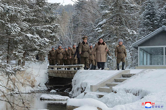 زعيم كوريا الشمالية فى زيارة لجبل بايكتو