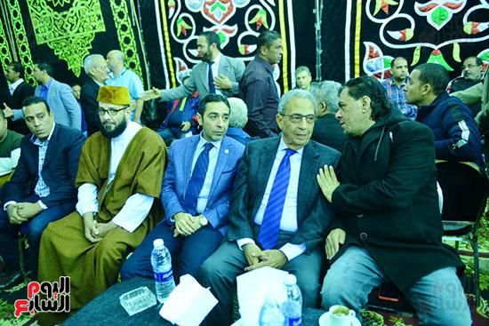 عمرو موسى يقدم العزاء لـ أسرة شعبان عبد الرحيم (20)