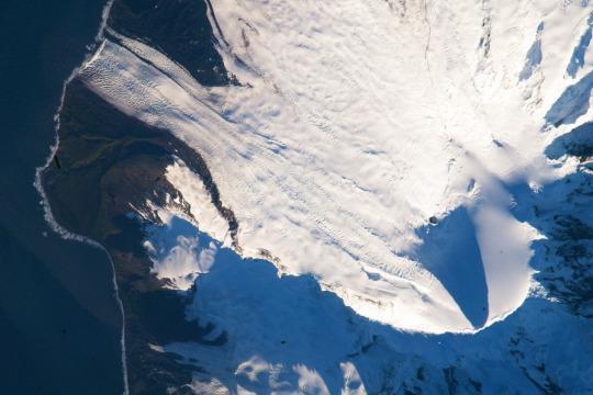بركان بجزيرة بأستراليا